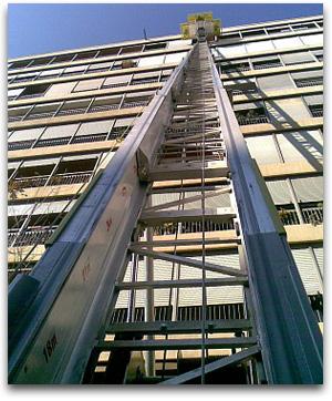 elevador montamuebles a gran altura